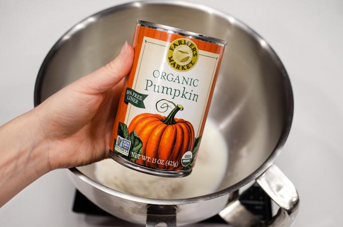 A can of organic pumpkin puree.